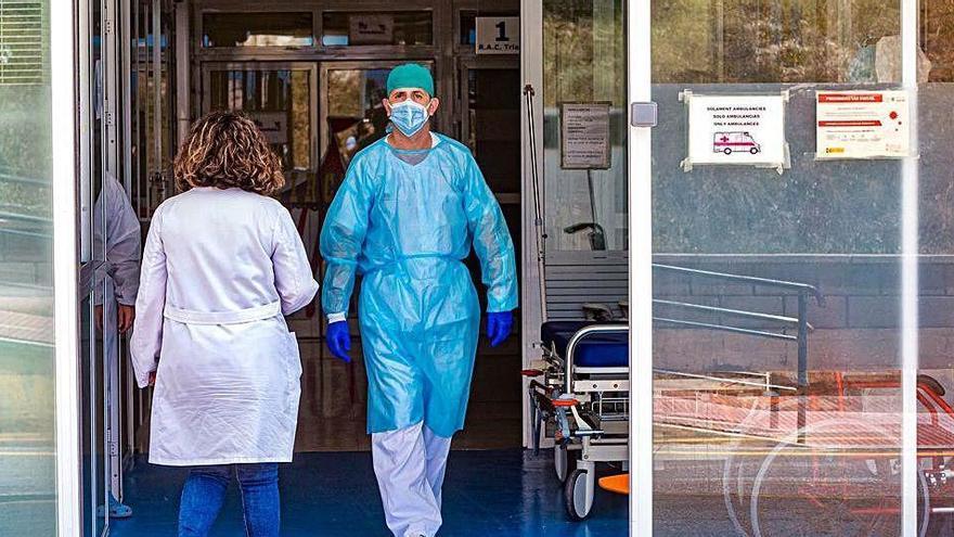 Un niño de 12 años, hospitalizado tras casi ahogarse en una piscina de Finestrat