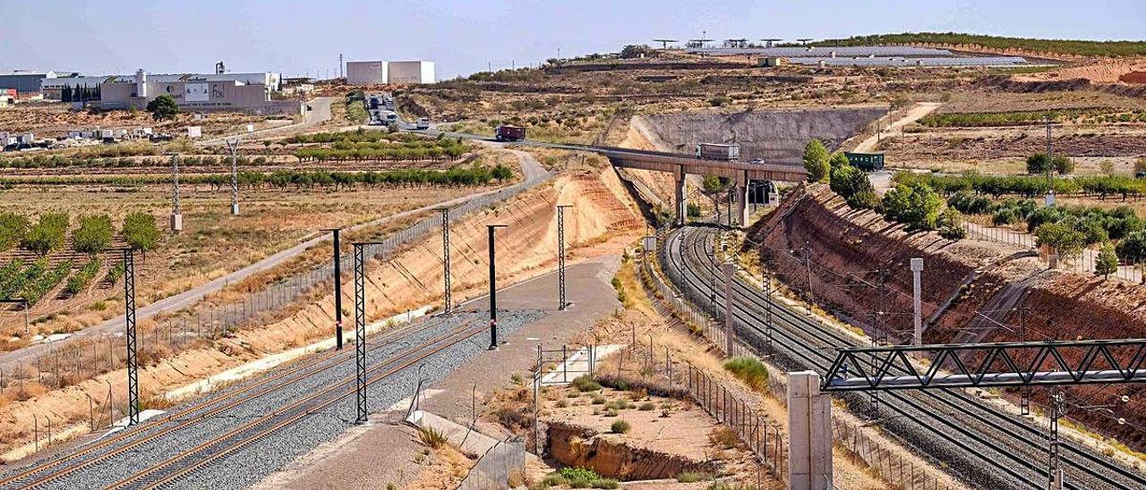 Zona del denominado Nudo de la Encina, donde la línea procedente de València se unirá a la que ya llega desde Madrid. ÁXEL ÁLVAREZ