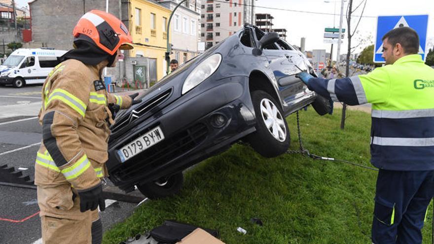 Aparatoso accidente en la avenida de Finisterre