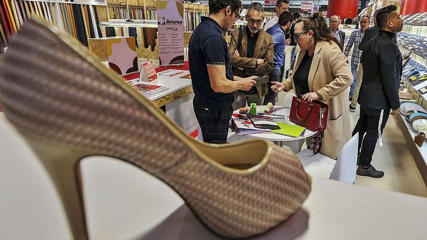 La Eurocámara se pone del lado del calzado: pide la suspensión definitiva de los aranceles de EE UU