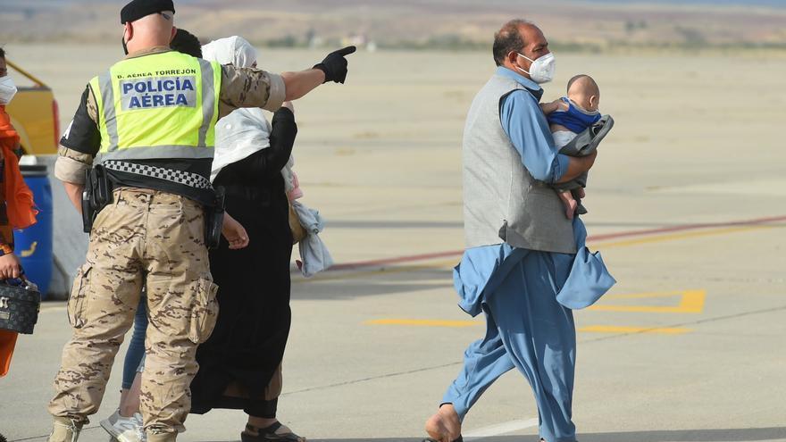 España recibe otro avión con 260 afganos evacuados, entre ellos 14 bebés