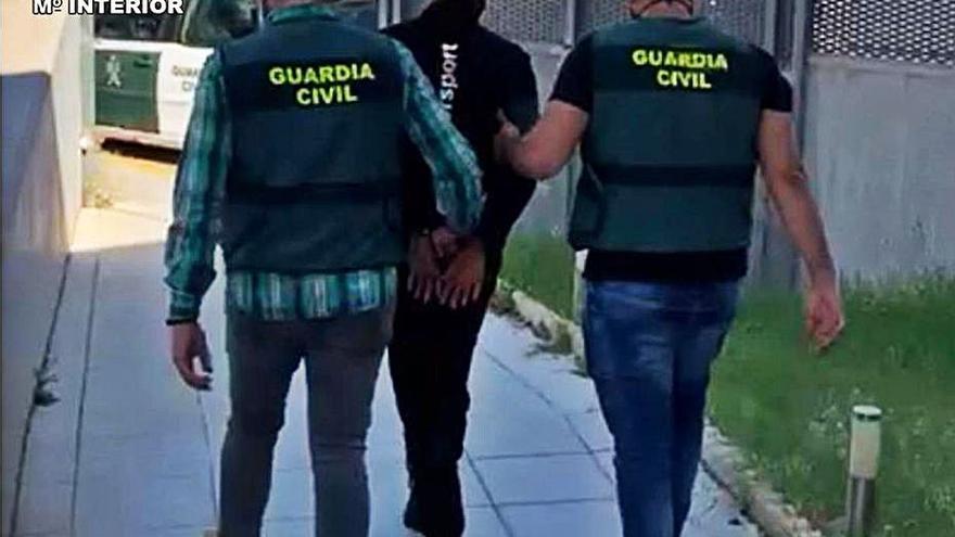 Ocho detenidos en Almoradí y Torrevieja por estafar más de 40.000 € a 48 personas