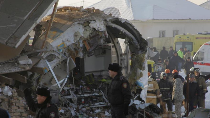 """El relato de un superviviente del accidente aéreo de Almaty: """"Supe que se iba a caer"""""""