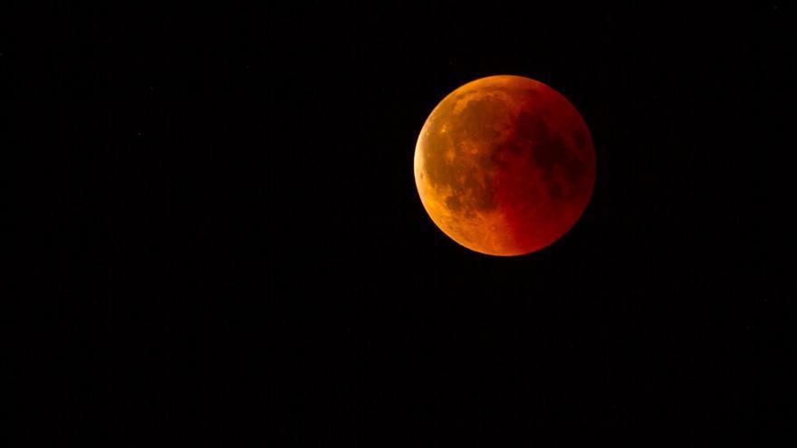Un eclipse teñirá de rojo la superluna de mayo