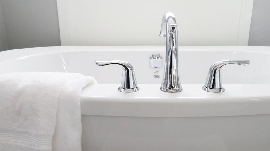 Trucos para limpiar rápido la bañera