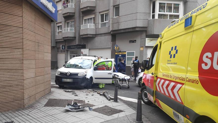 Un herido por el choque entre dos vehículos en la capital grancanaria