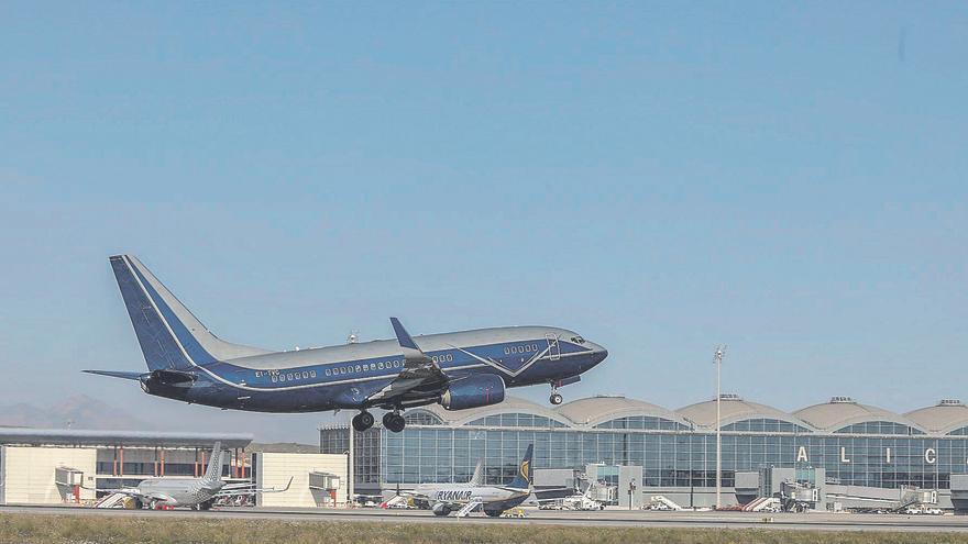 Un aeropuerto sin turistas... ni pasajeros conflictivos
