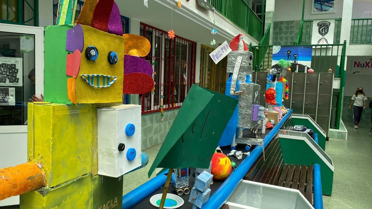 Parte de la exposición en el Colegio Nuryana