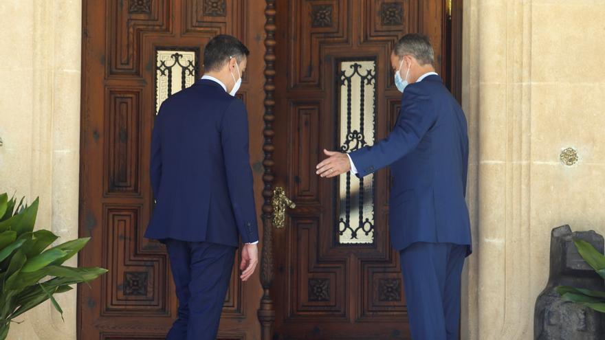 El rey Felipe VI recibe a Pedro Sánchez en Marivent