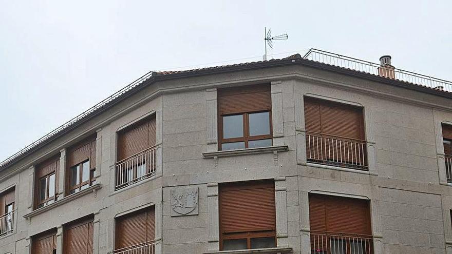 El Juzgado subasta nueve pisos de un edificio situado en la avenida de A Ponte