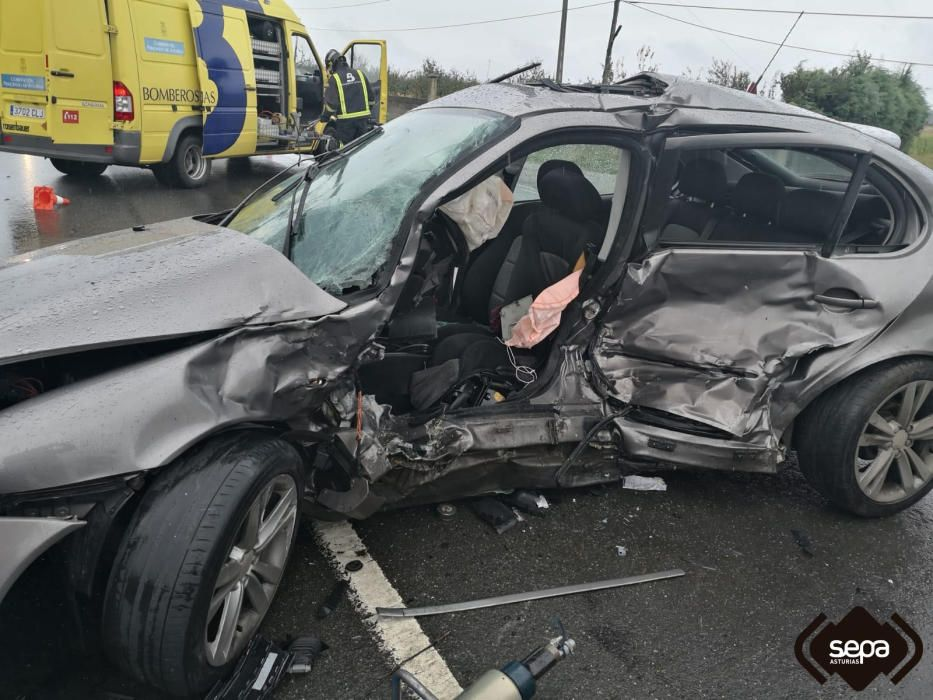 Accidente triple en Villuir (Valdés)