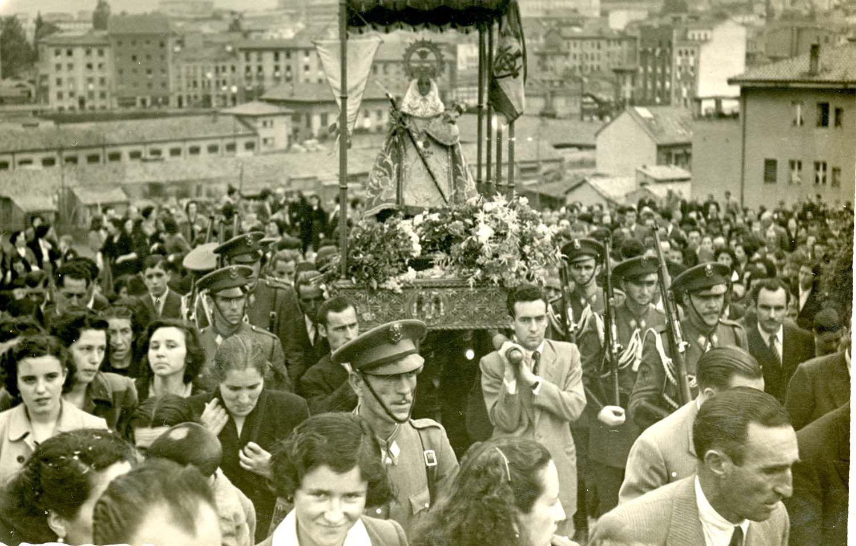 Astra (Oviedo). Peregrinación de la Virgen de Covadonga por Asturias. Subida a San Pedro de los Arcos, Oviedo, 12/6/1951 | Donación María Luisa López Llano