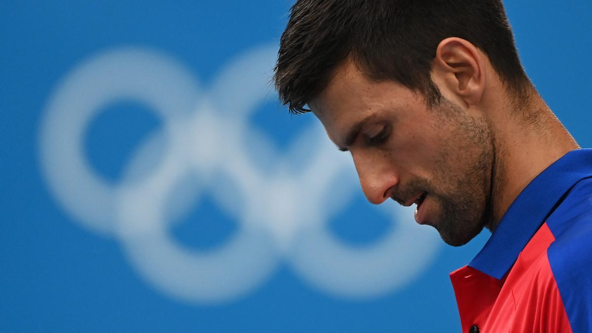 El tenista serbio Novak Djokovic perdió en las semifinales de los Juegos de Tokyo 2020 y no podrá ganar el Grand Slam dorado.