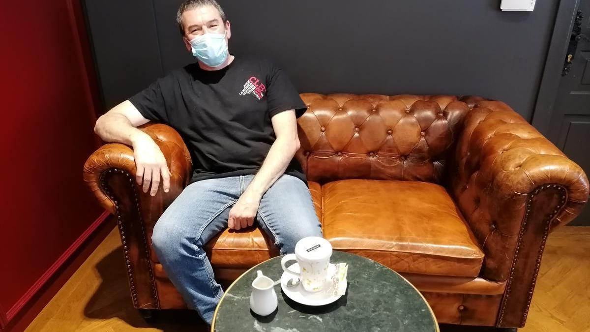 """Adolfo Sánchez, copropietario del café Lanzós: """"Lo que tiene que hacer el Estado es dar ayudas, mucha gente vive de la música"""""""