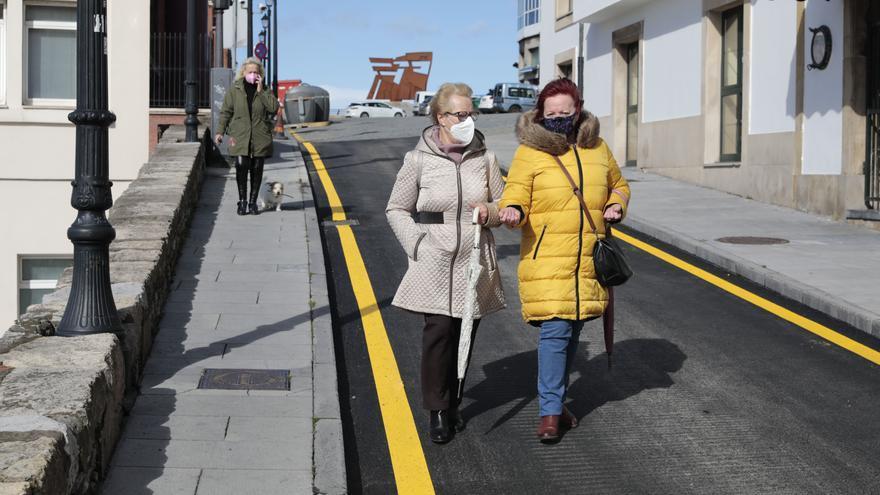 El asfaltado provisional del tránsito de las Ballenas divide a Cimadevilla