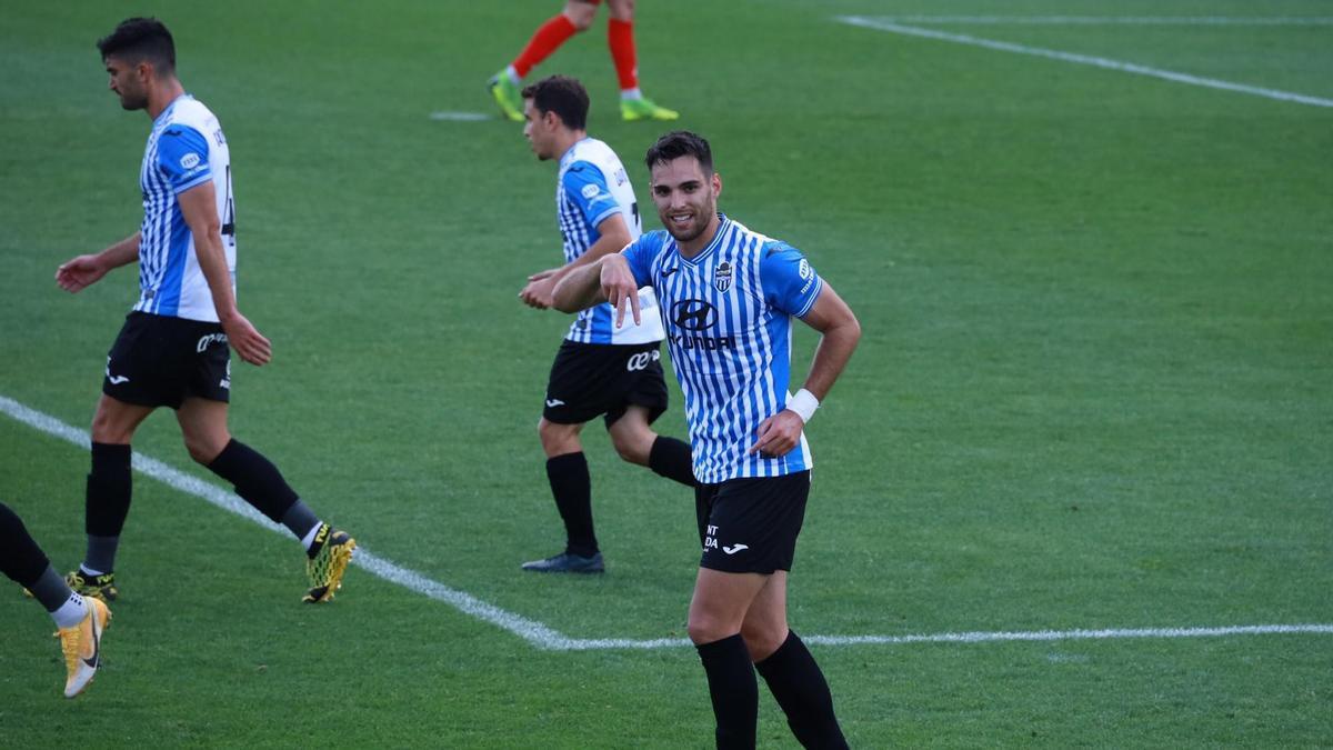 Manel Martínez celebra el 0-1 del Baleares ante el Villanovense