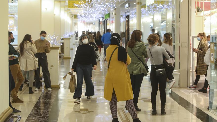 Los centros comerciales de Alicante hoy para facilitar las compras navideñas