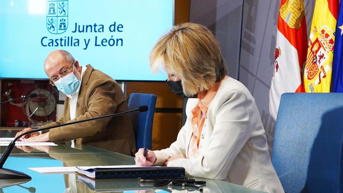 Igea y Casado antes de la rueda de prensa de ayer.