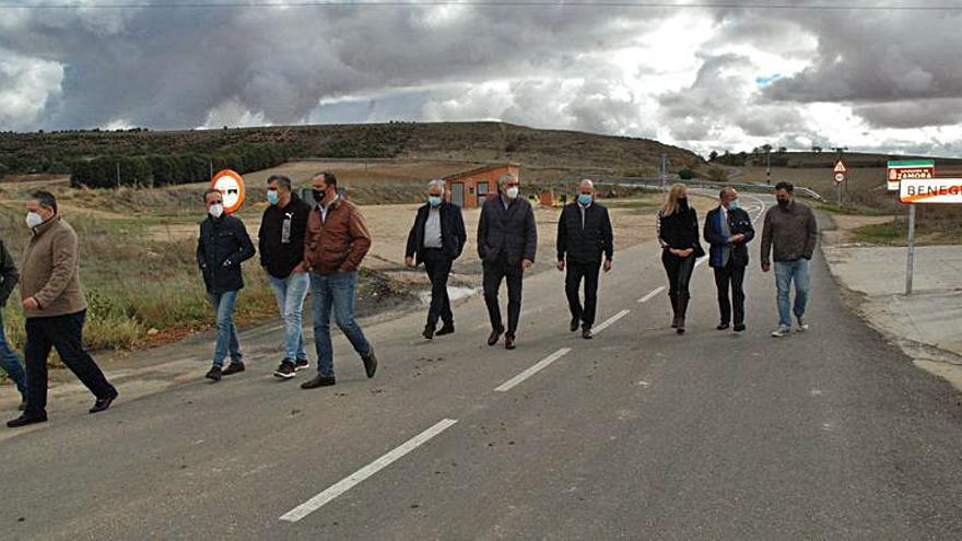 Reparada la carretera que une Benegiles con Gallegos del Pan