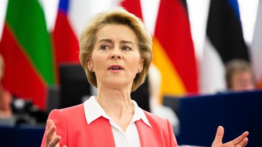 La Eurocámara da el visto bueno a Von der Leyen y su equipo de comisarios