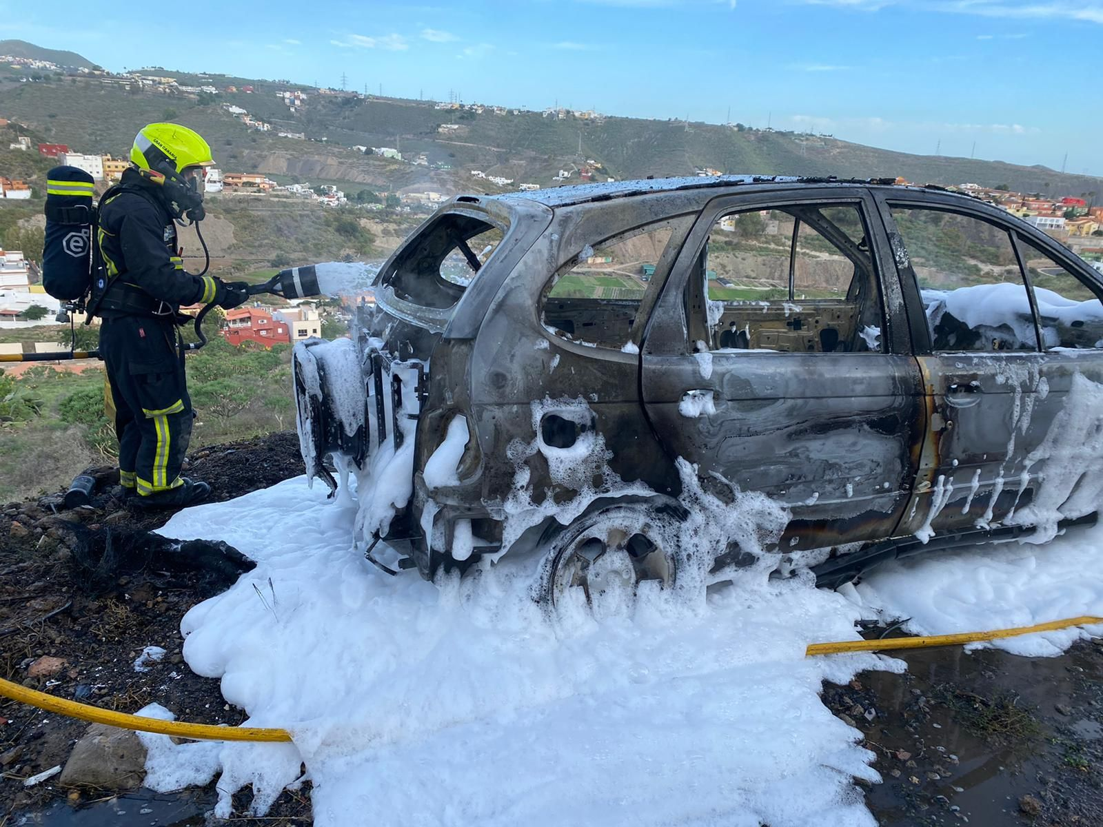 Arde un coche en Telde