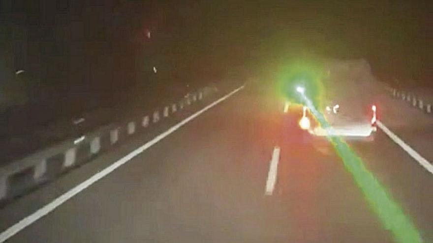 'Cazado' en Asturias el conductor que deslumbró a un camionero con un láser