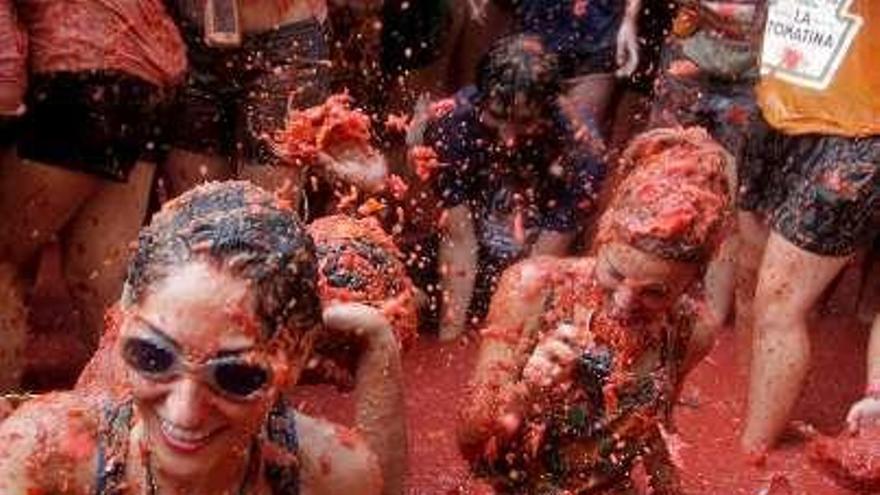 Unas 22.000 personas participan en la tradicional Tomatina de Buñol