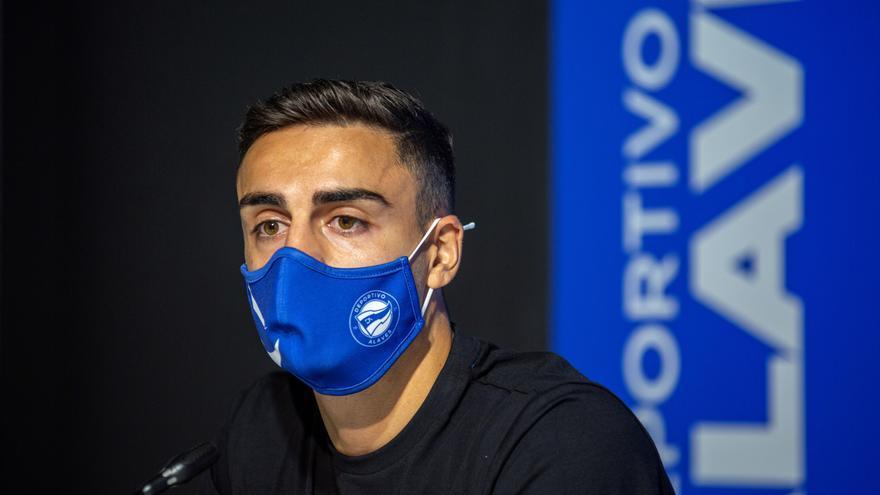 El Alavés cede a Carlos Isaac al Real Oviedo