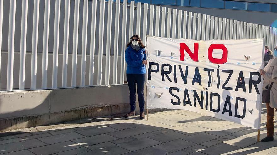 Sanitarios protestan en Madrid contra el desmantelamiento de los hospitales públicos