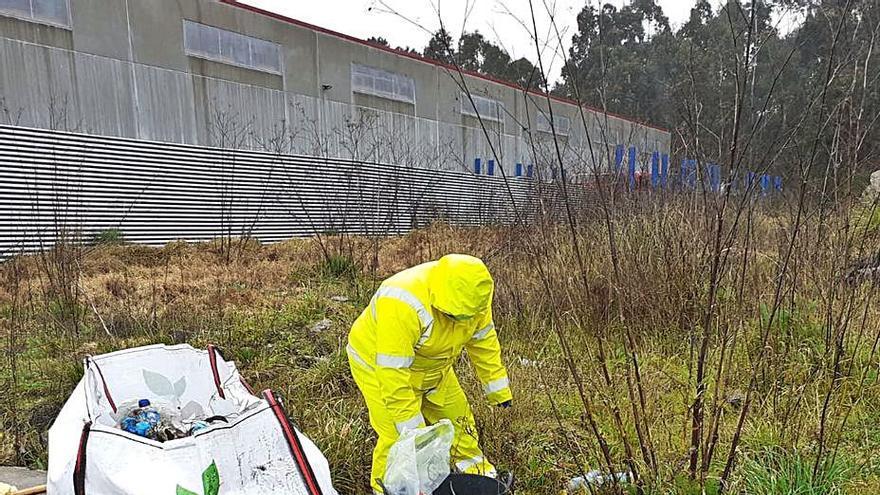 Cambados opta a un premio solidario si aumenta la recogida de plásticos y latas