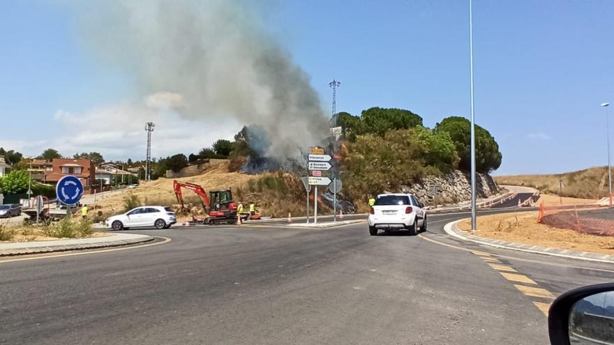 Incendi de vegetació urbana a Banyoles
