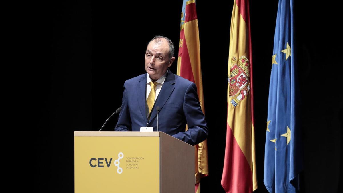 Salvador Navarro, durante su intervención en la clausura de la asamblea general de la CEV