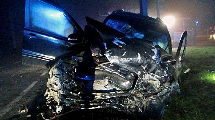 Dos jóvenes fallecen en la colisión frontal de dos coches en una carretera de Cerceda