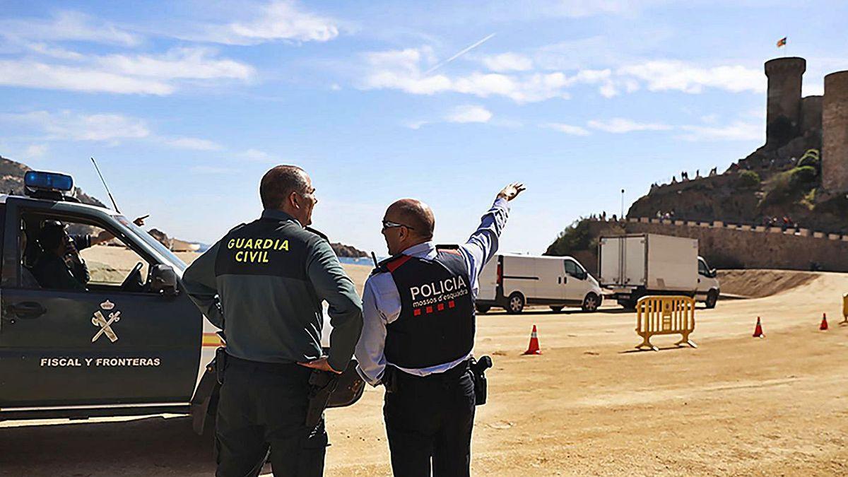 Mossos i Guàrdia Civil durant un dispositiu de recerca d'una desaparegut a Tossa, foto d'arxiu