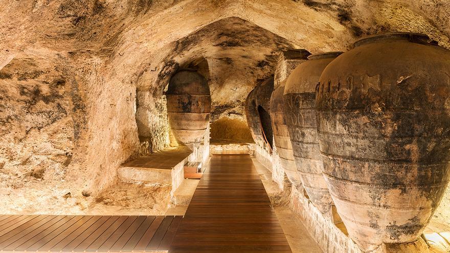 El subsuelo de Bodegas Murviedro es un laberinto de cuevas subterráneas que antaño fueron empleadas como almacén.