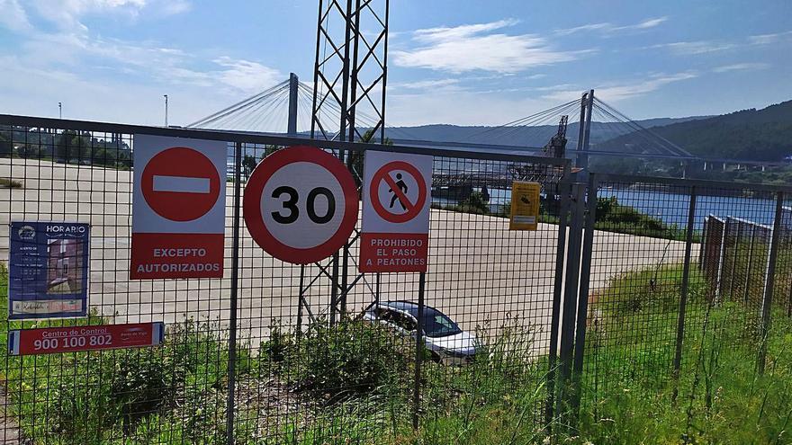 El Puerto retirará las señales que prohíben el acceso a la explanada de Rande