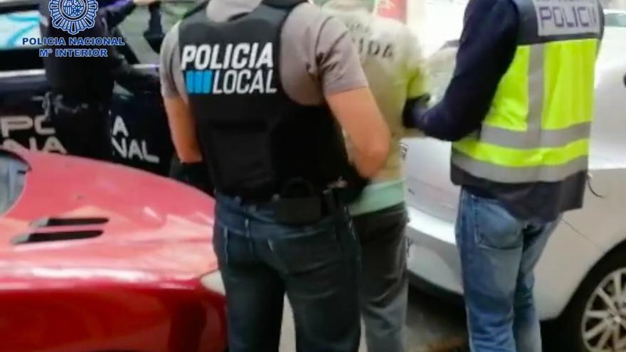 Desmantelan un punto de venta de droga oculto en un comercio falso de Palma
