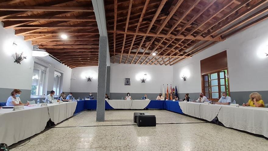 El Ayuntamiento de Ejea celebra un pleno en Farasdués y promoverá las sesiones fuera de la casa consistorial