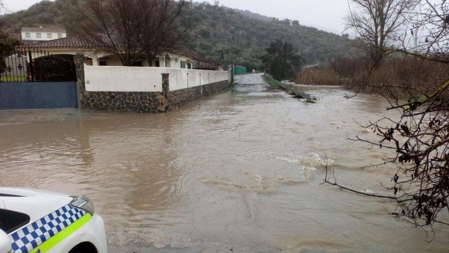 Priego exige al Gobierno central la limpieza del cauce del río Genilla, que se ha vuelto a desbordar