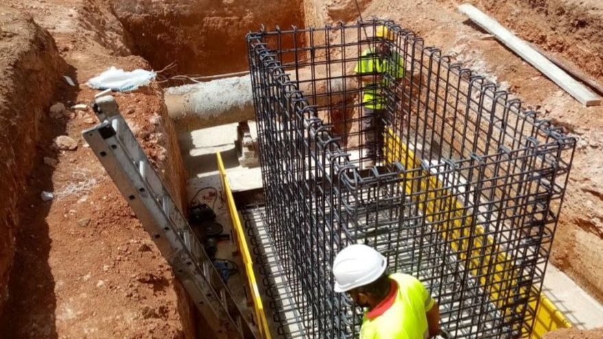 La Emshi instala en Albal una toma de emergencia de agua para duplicar las garantías de abastecimiento en la localidad
