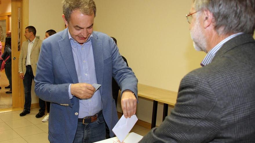 Zapatero confía en que el nuevo líder recupere la unidad del socialismo