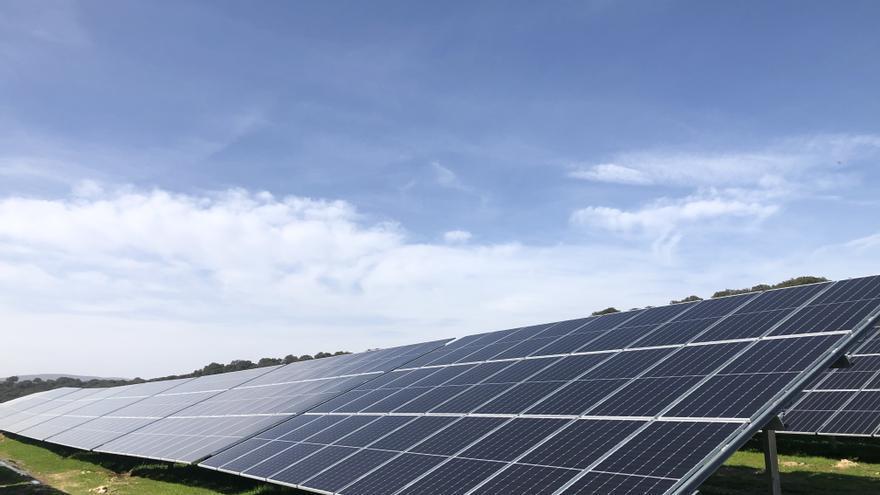Iberdrola pone en marcha la primera fotovoltaica de España que incorpora una batería de almacenamiento