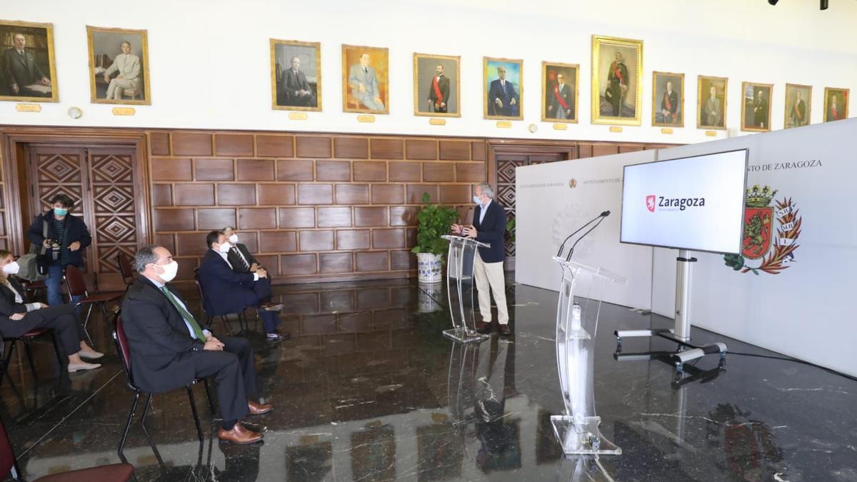 El alcalde de Zaragoza, Jorge Azcón, en la presentación realizada este jueves con Telefónica.