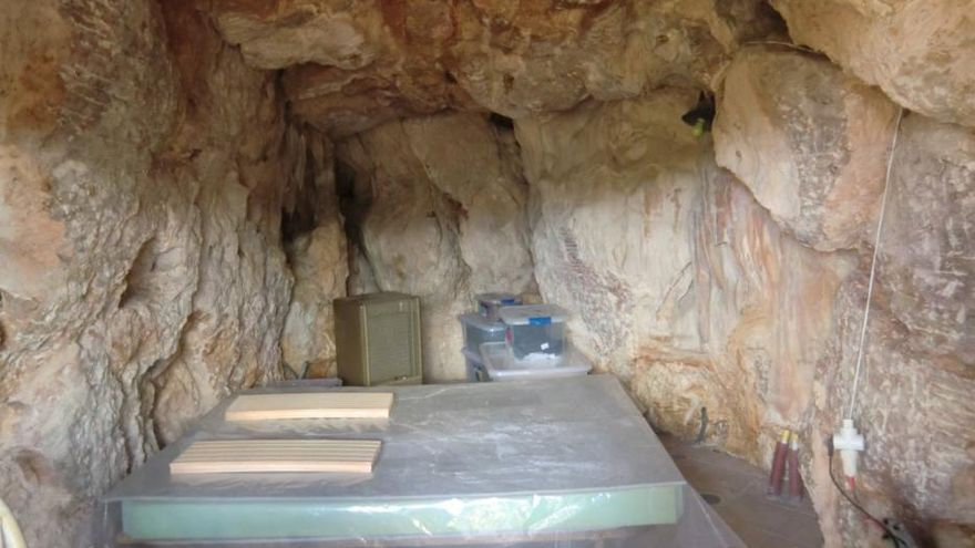 Baudelikt: Höhle als Schlafzimmer eingerichtet