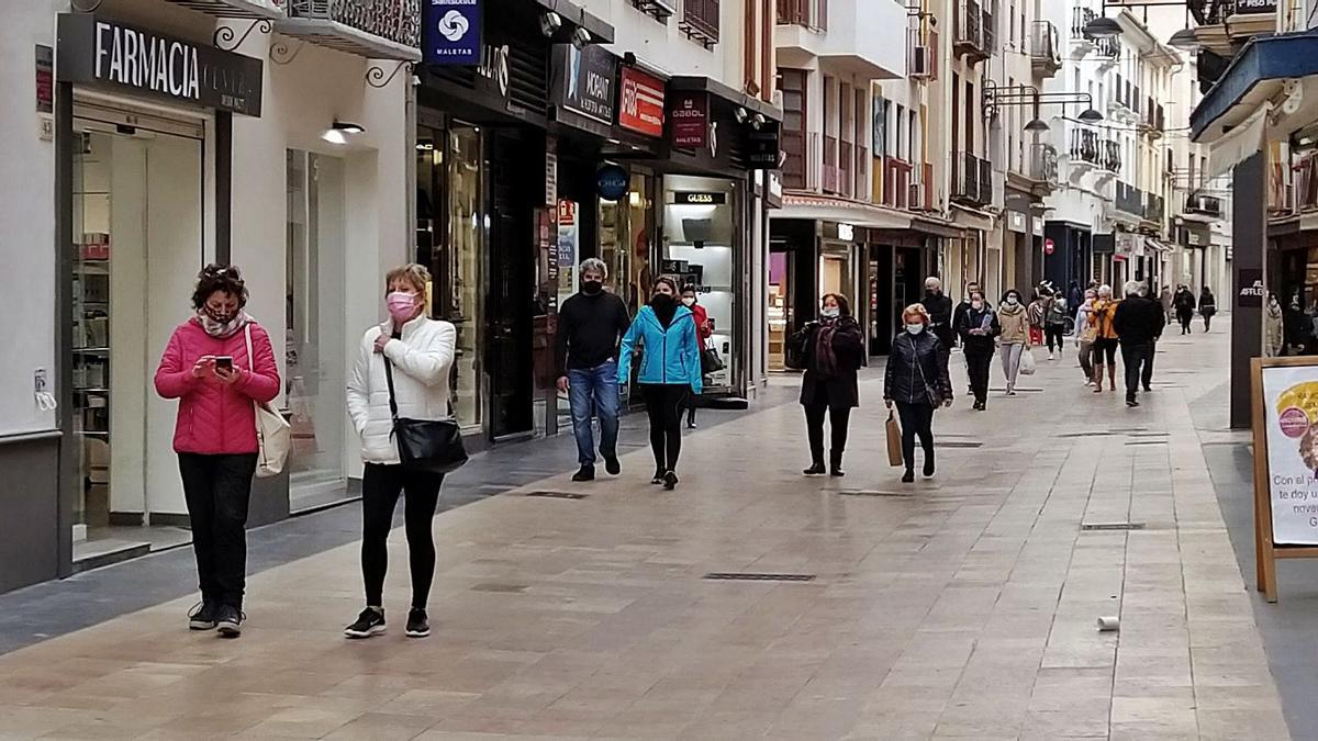 La calle Major, con gente, en una imagen de principios de este mes de febrero. | T.Á.C.