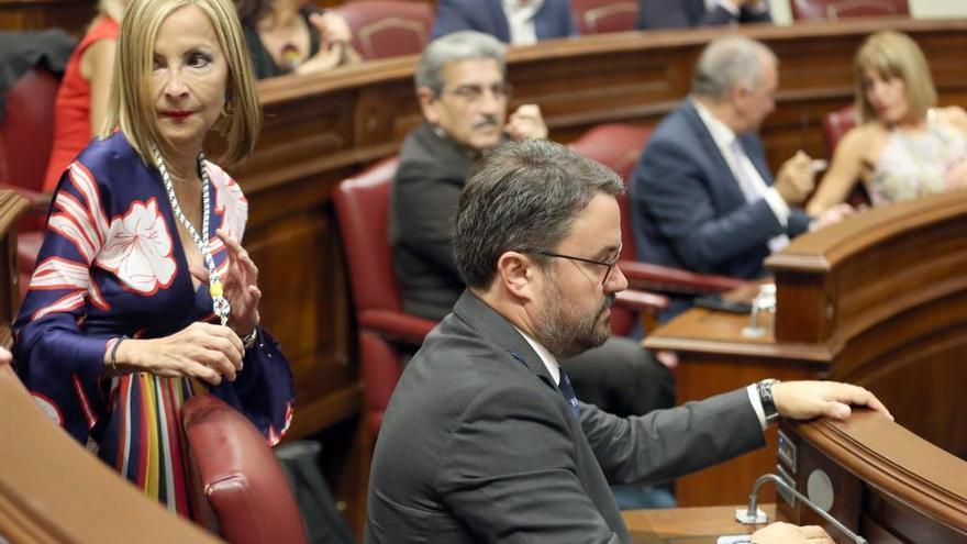 Navarro y Antona escenifican el cisma del PP en la junta regional