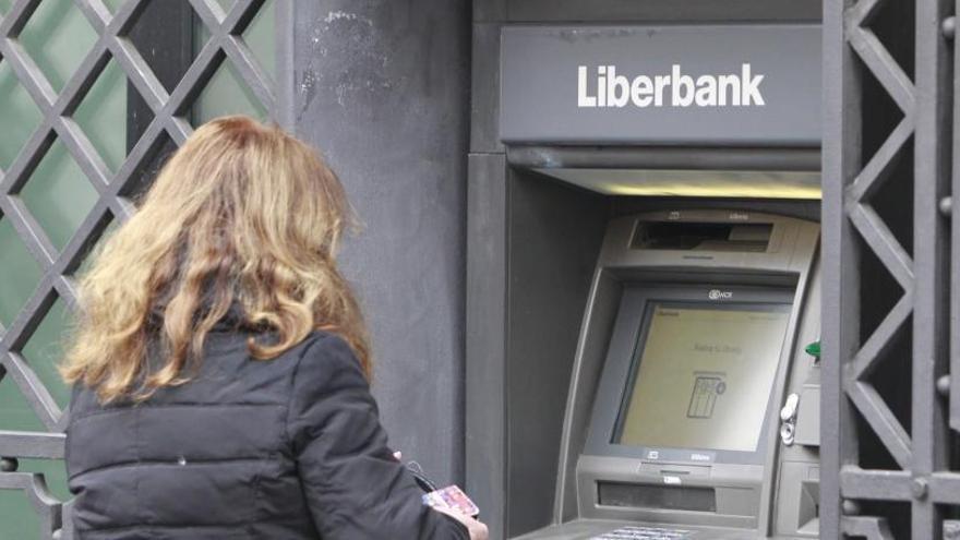 La CNMV suspende la cotización de Liberbank por una posible OPA de Abanca
