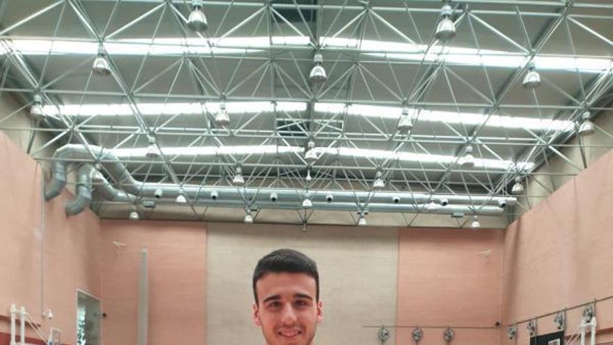 La historia de Álvaro Leal, el jugador del Bádminton Oviedo que se entrena con Carolina Marín