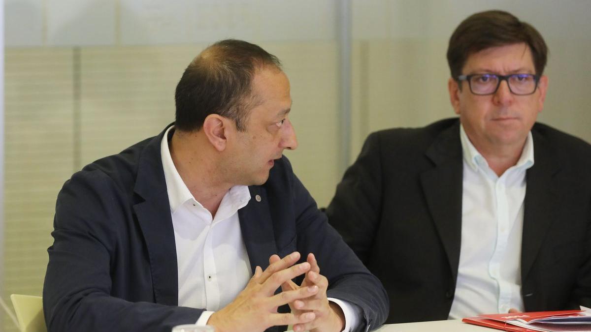 Paco Salazar (d), ex director adjunto del Gabinete de la Presidencia del Gobierno, junto al actual vicepresidente primero del Congreso, Alfonso Rodríguez Gómez de Celis.
