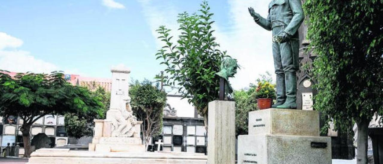 El panteón de Alfredo Kraus, en el cementerio de Vegueta, junto al cual irá el de Martín Chirino.